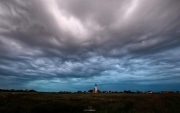 Kerk van den Hoorn met een onheilspellende lucht / Church of den Hoorn with a stunning ominous sky / justinsinner.nl
