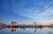 Lichtende nachtwolken boven Oudeschild / Nightclouds above  the harbour of Oudeschild / justinsinner.nl