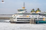 Teso's Dokter Wagemaker door het ijs / Teso;s vessel trough a frozen Waddenzee. https://justinsinner.nl