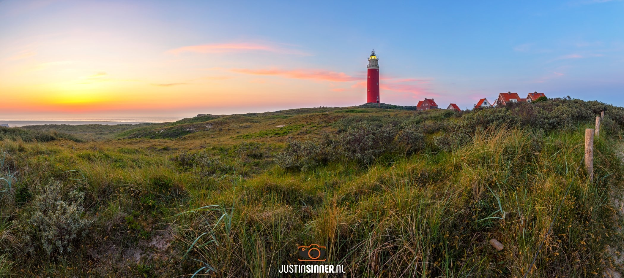 Vuurtoren van Texel tijdens een schitterende zonsondergang / Texel lighthouse during a stunning sunset