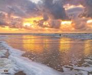 Zonsondergang op het strand van paal 9 op Texel / Sunset on Texel beach pole 9