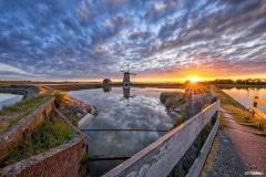Molen het Noorden tijdens een schitterende zonsondergang / Windmill the North during a stunning sunset / justinsinner.nl